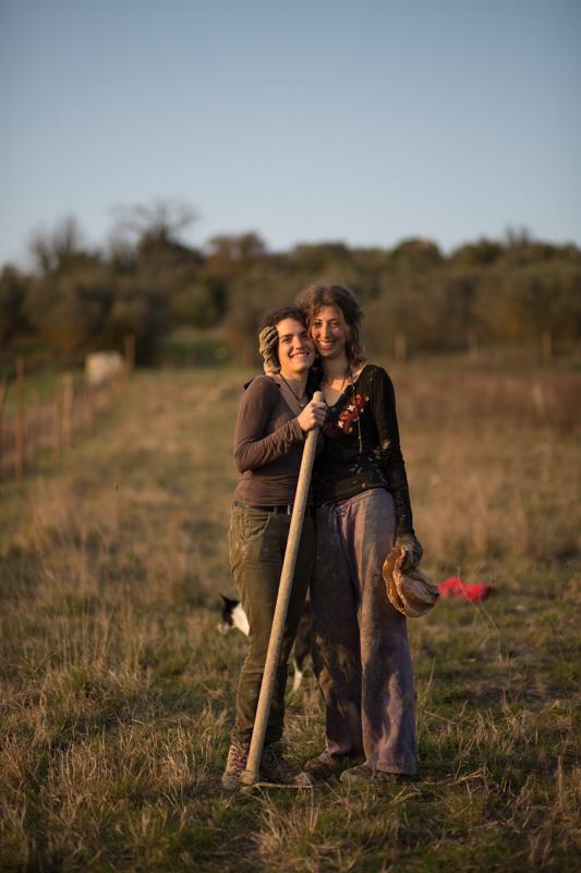 Alice ed Elena. Mondeggi, marzo 2015. © Federico Barattini