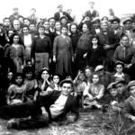 Braccianti di Montescaglioso (Matera) sulle terre occupate.